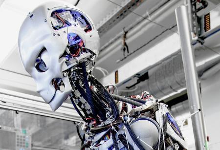 未来机器人将拥有人类皮肤:可自动修复