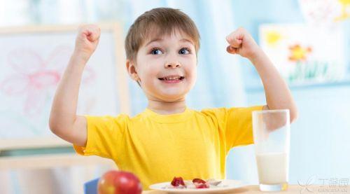 鲜牛奶、酸奶、AD钙奶……孩子该喝什么奶