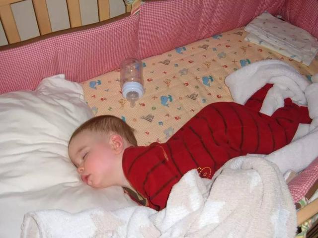 还在给宝宝用枕头吗?大错特错
