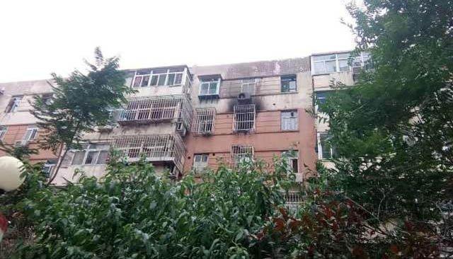 天津一居民楼突发火情