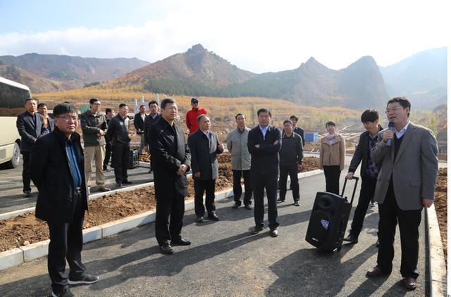 赤峰市文化与旅游融合发展暨旅游重点项目推进会召开