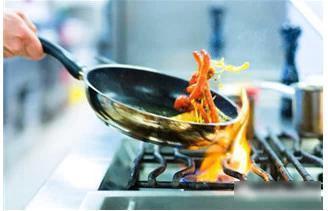 炒菜时4个致癌坏习惯 家里掌勺的一定要看