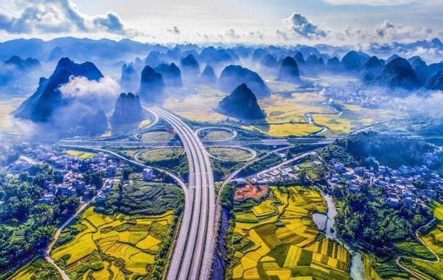 中国这条公路美到国外 英媒惊呼如仙境