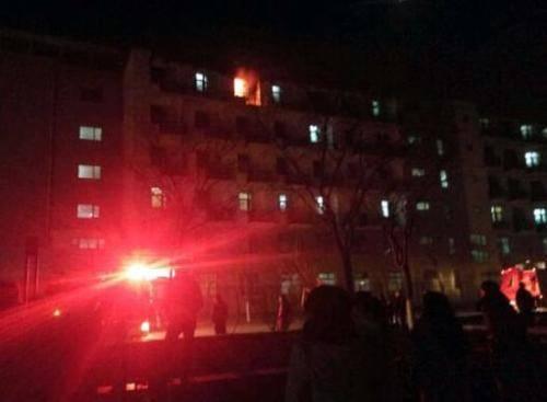 天津工大宿舍楼起火 学生被及时疏散无人伤亡