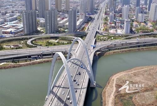 黄河新闻网讯 近年来,一座座立交桥拔地而起,让太原这座城市告别拥堵