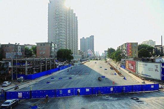图 太原学府街两座高架桥开始浇筑 平面路段进度不一