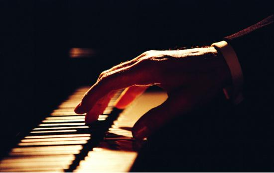 钢琴,小提琴等乐器奏响圣诞 欢乐颂  ( 详情动态图库团购 ) , 用音乐