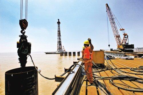 战高温 保进度 台州湾跨海大桥工程顺利推进