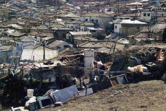 揭秘韩国的真实一面 穷人住房堪比印度贫民区