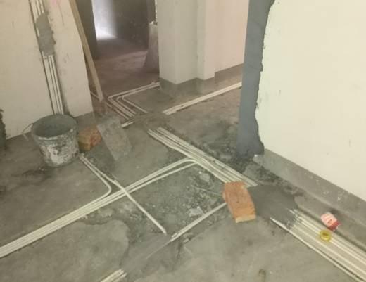 下图为两个施工队与我公司所做水电隐蔽工程对比:  施工队一所做