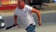 黑道女支书婚礼送花圈 酒驾男抽大刀追砍交警