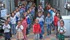 孤儿院雇假孤儿骗捐款
