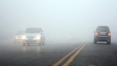 如何在大雾天安全行车
