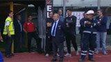 卡塔尼亚助理教练场外发飙 不满判罚怒踹大门