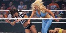 WWE更衣室10大野蛮美女 后台披头散发打成一团