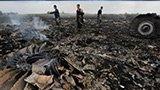 马航客机坠毁乌克兰 飞机解体尸骸遍地
