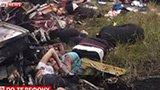 马航客机在乌俄边境被击落 飞机碎片散落一地