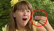 小萝莉吃苹果咬断舌头