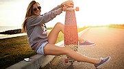 萝莉团街头秀滑板绝技 玩滑板的妹子最有爱
