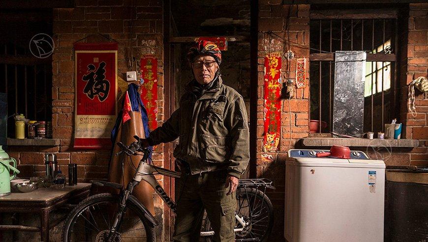 """71岁农村老汉10年骑行23国:""""就算死在路上也心甘情愿""""width=""""638"""""""
