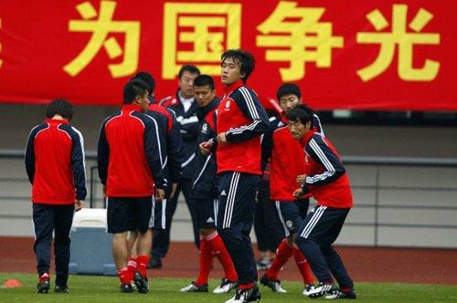 习近平:中国有一流球迷 足球要迎头赶上 - 风来风往 - 风来风往
