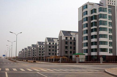 鄂尔多斯50亿建新城如鬼城 街上清洁工比行人多