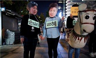 """今日话题第3695期:被""""闺蜜干政""""的韩国总统朴槿惠恐不会轻易下台"""