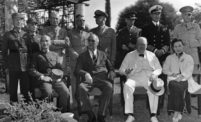 蒋介石在开罗会议上,获得与罗斯福、丘吉尔平起平坐的机会,但这只是镜花水月