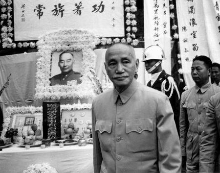 高华:蒋介石不是恨毛泽东,而是恨美国