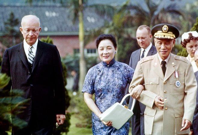 1960年,艾森豪威尔访问台湾,蒋介石、宋美龄陪同