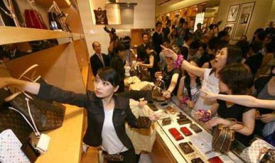 中国人的奢侈品消费在很多外人眼里只是暴发户行为