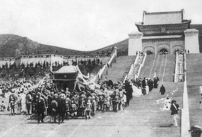 """1929年,在中山陵举行""""奉安大典"""""""