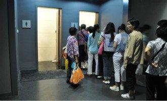 今日话题第3715期:女厕排长龙多年,提高女厕位比例不是特权