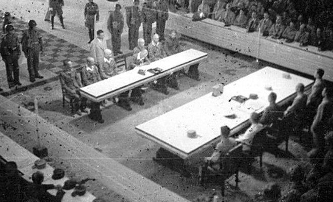 图1,南京受降仪式现场,中方的桌宽约是日方的3倍