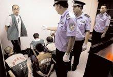 家乐福6名员工在朝阳法院刑事法庭受审