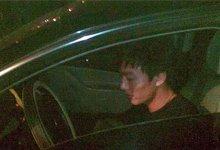 被拦截后李启铭坐在车里