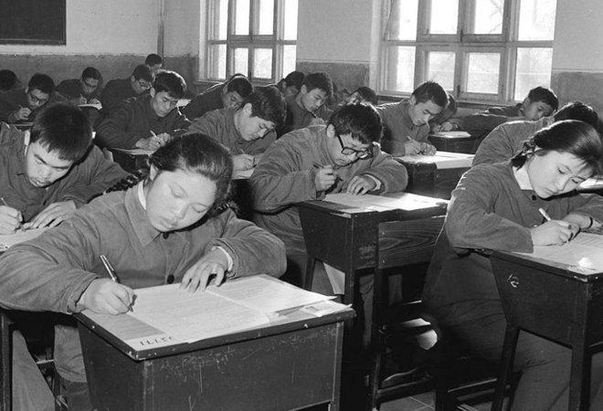 图:1977年,恢复高考后的北京考场