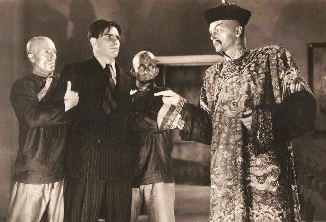 """在""""黄祸""""之说流行时,英国作家萨克斯・罗默创作了以傅满洲为主角的系列小说,将之作为""""中国人奸诈取巧的绝佳象征""""。图为电影中的傅满洲形象。"""