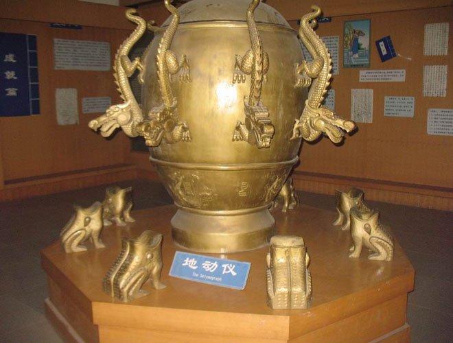 在博物馆展出的地动仪,不具有测震功能