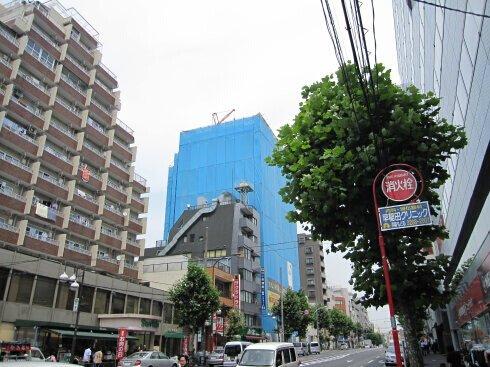 日本施工楼房从上到下都严严实实地围起来