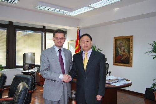 驻马其顿大使崔志伟拜会马副总理兼财政部长