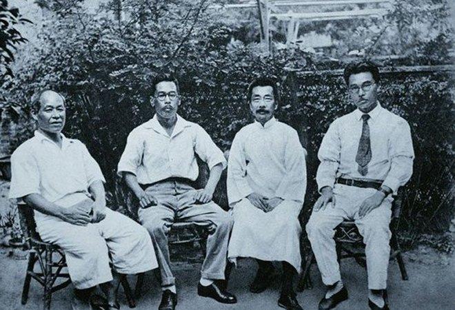 1934年鲁迅与友人合影。左起:内山完造、林哲夫、鲁迅、井上芳郎
