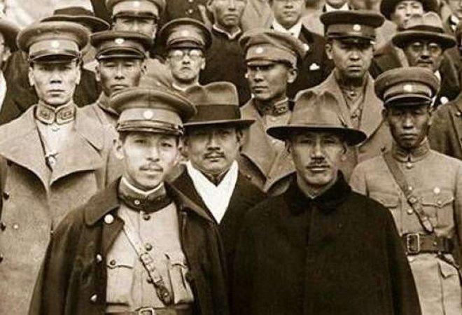 张学良与蒋介石在一起