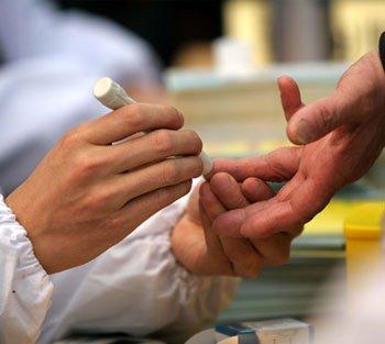 糖尿病患者在测血糖