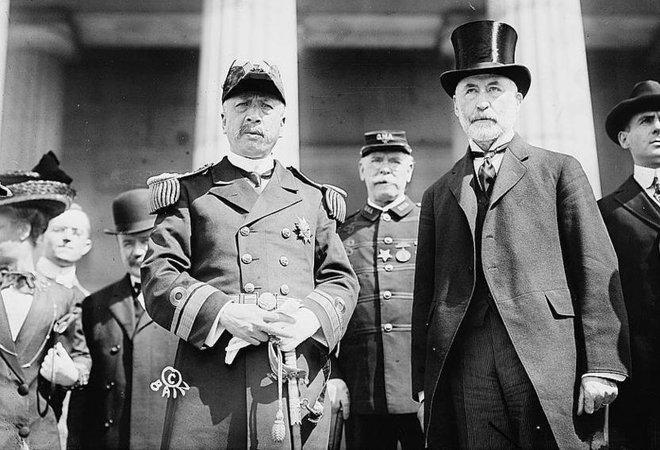 程璧光同纽约市长一起检阅海圻舰官兵