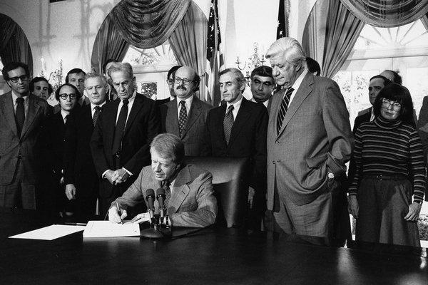 卡特签署政府伦理法