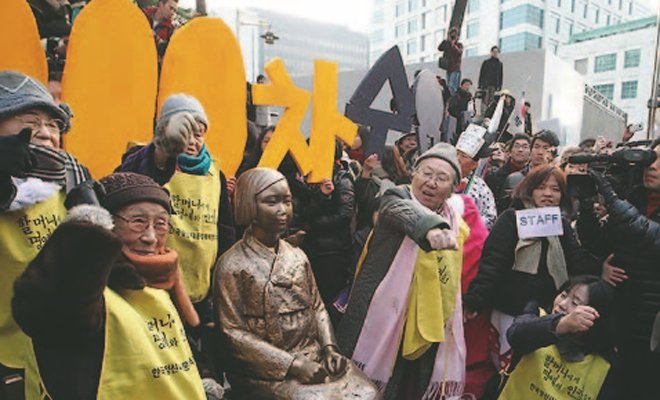 """韩国""""慰安妇""""幸存者和民众在日本使馆前,参加星期三示威"""
