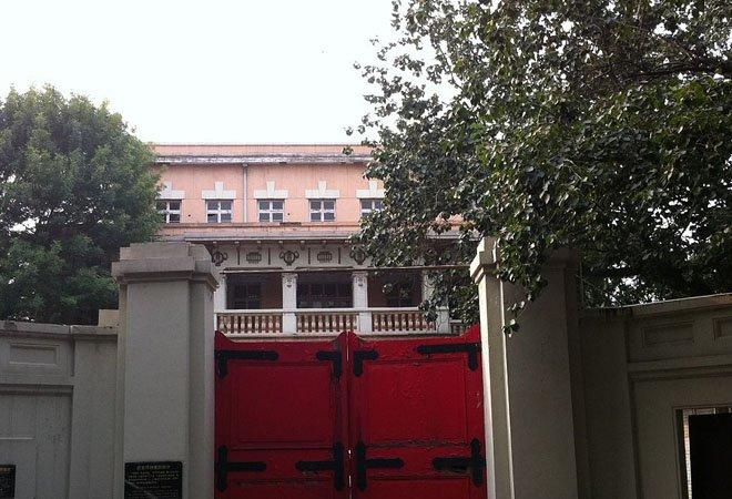 现在深锁在大门里的段祺瑞天津故居,位于原日租界宫岛街