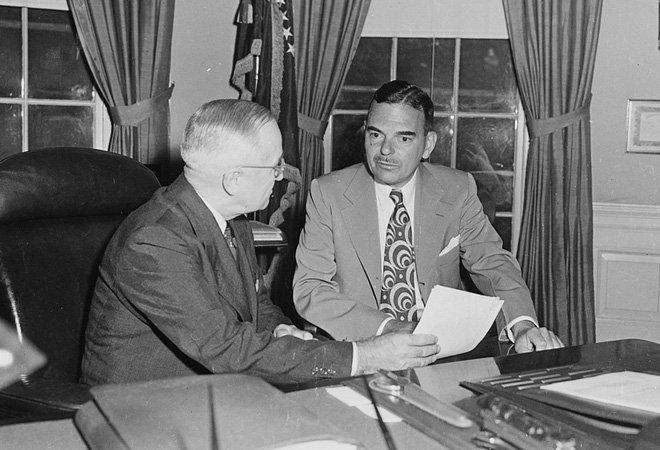 1951年,美国总统杜鲁门和纽约州长杜威在一起