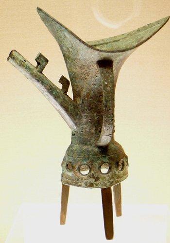 二里头遗址出土的青铜管流爵